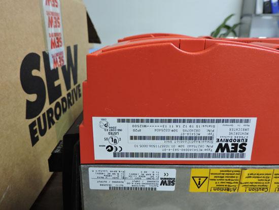 SEW变频器的内部有静止装置、电容器以及冷却风扇等装置,而这些装置其实都属于消耗器件,在工作的过程中自身会产生消耗,因此在对变频器进行检修的时候,需要重点对这些装置进行检修,这样可以让变频器是使用时间更加的长,为生产工作单位节省更多的安装使用成本。另外变频器内部有冷却风扇,这些装置可以让变频器在工作的时候及时的将热量进行散发,避免因为长期间的工作而积蓄热量导致变频器发生故障。所以如果在安装使用变频器之后发现变频器风扇出现问题的时候,或者在工作的时候有严重的噪音产生,都需要及时让电频器停止工作,同时对